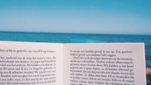 βιβλίο Η θάλασσα δεν είναι μπλε